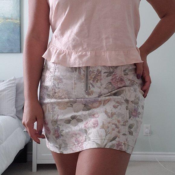 3/$30 Light floral mini skirt